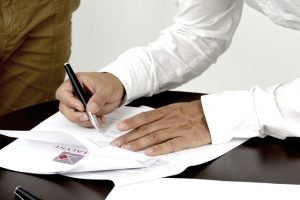 A professional isllustrating that a contract with your movers should have contact information.