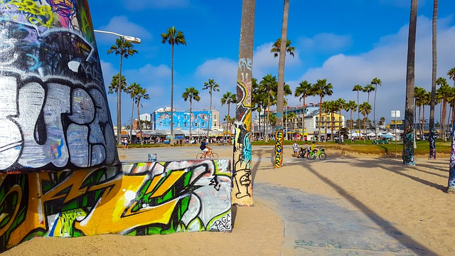 some graffitti on the walls at the beach